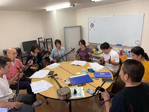 三線教室のレッスン風景